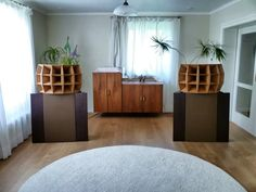 I'm not often gobsmacked by audio gear anymore, but when I laid my eyes onMarkus Klug's Klughoerner hand-crafted wood replicas of historic multi-cell horns I almost swooned and fell ou…