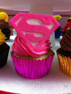 How Super would this be? Cupcakes for someone super.  Cool party idea.