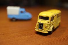https://flic.kr/p/H4CF1V | yellow Citroen truck | and blue three-wheeler Daihatsu Midget.