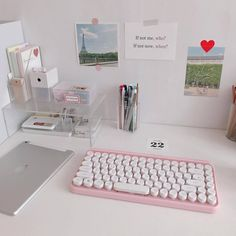 Find images and videos about interior, decor and desk on We Heart It - the app to get lost in what you love. Desk Inspo, Desk Inspiration, Bedroom Desk, Room Decor Bedroom, My New Room, My Room, Study Room Decor, Study Rooms, Design Typography