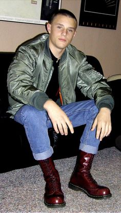 A collection of boys and guys expressing themselves. Mode Skinhead, Skinhead Men, Skinhead Boots, Skinhead Fashion, Skinhead Style, Ma 1 Jacket, Bomber Jacket Men, Cute Country Boys, Skin Head