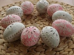 Carved Eggs, Egg Art, Egg Decorating, Easter Eggs, Projects To Try, Carving, Easter Ideas, Crafts, Madeira