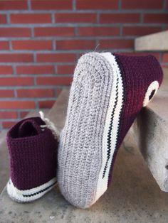 Virkatut tennarit  (koko 39-40)   Tarvitset:  Novita 7 veljestä -lankaa vaaleanruskeaa n. 90g, valkoista 60g, mustaa n. 15g, vii... Crochet Shoes, Crochet Patterns, Converse, Slippers, Knitting, Crafts, Fashion, Booties Crochet, Tejidos