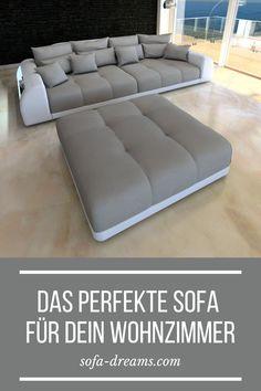 Das Miami Big Sofa in grau ist ein Hingucker in jedem modernen Wohnzimmer. Das graue Big Sofa besticht durch sein typisches Sofa Dreams Design, große, gemütliche Sitzflächen, ein modernes Wohndesign und die LED Beleuchtung in den beiden Armlehnen. Dieses Luxus #BIGSOFA in Grau mit LED Beleuchtung passt perfekt in jedes stilvolle #Wohnzimmer. #Sofa