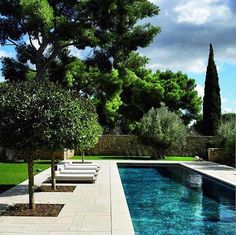 Every person enjoys luxury swimming pool designs, aren't they? Here are some top checklist of high-end pool image for your inspiration. These wonderful pool design ideas will certainly change your backyard into an outdoor sanctuary. Backyard Pool Designs, Swimming Pools Backyard, Swimming Pool Designs, Backyard Landscaping, Landscaping Ideas, Backyard Ideas, Sidewalk Landscaping, Tropical Landscaping, Modern Landscaping