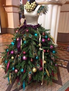 Dress Christmas Tree ~ 20 Awesome #ChristmasTree Decorating Ideas & Inspirations - Style Estate -