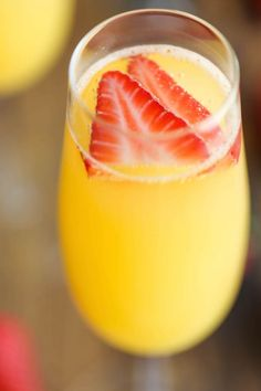 Pineapple Mimosas - The easiest, quickest, and best mimosa ever. And all you need is just 5 min to whip this up!Strawberry Pineapple Mimosas - The easiest, quickest, and best mimosa ever. And all you need is just 5 min to whip this up! Party Drinks, Cocktail Drinks, Fun Drinks, Cocktail Recipes, Alcoholic Drinks, Beverages, Brunch Drinks, Mimosa Brunch, Mixed Drinks