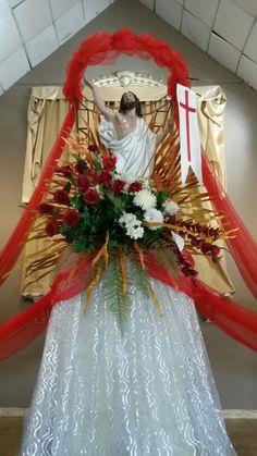 Altar Flowers, Church Flower Arrangements, Church Flowers, Big Flowers, Floral Arrangements, Church Altar Decorations, Church Christmas Decorations, Merry Christmas Message, Holy Thursday
