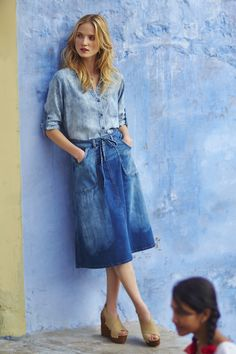 Pilcro Distressed Denim Midi Skirt this skirt's laid-back and comfy cut. Modest Outfits, Skirt Outfits, Modest Fashion, Apostolic Fashion, Modest Clothing, Apostolic Style, Summer Outfits, Fashion Moda, Denim Fashion
