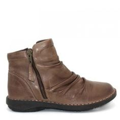 6cad095534f0ca The stitching detailing in gently ruched premium leather makes the Miz Mooz  Pleasant easy on the eyes.The stitching detailing in gently ruched premium  ...