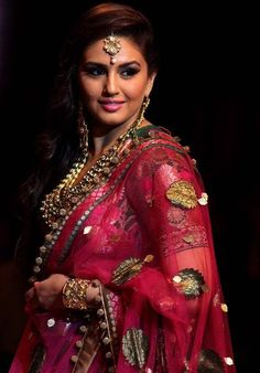Tall beautiful actress Huma Qureshi walked the ramp for Ashima Leena during the Aamby Valley India Bridal Fashion Week (IBFW), Mumbai. What she wor Brocade Lehenga, Saree Jewellery, Bridal Jewellery, Fashion Beauty, Girl Fashion, Beautiful Girl Image, Beautiful Bride, Indian Bridal Wear, Most Beautiful Indian Actress