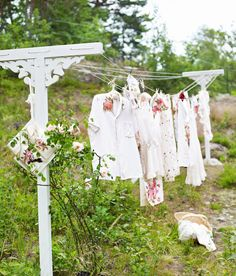 Great idea for a novel washing line...Beats conventional ones for sure. Love it!
