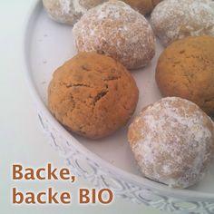 """Vanillekipferl, zieht euch warm an – hier kommt die Chia-Konkurrenz! Haben Sie schon mit dem Kekse backen begonnen? Auf der Gewußt wie Homepage finden Sie ab sofort jede Menge """"gesunde"""" und vollwertige Keks-Rezepte. Wie etwa diese Chia-Vanille Cookies mit Kokosblütenzucker. http://www.gewusstwie.at/rezepte/detail/chia-vanille-cookies-vegan/ #Cookies #vegan #kekse #Rezept #gewusstwie"""