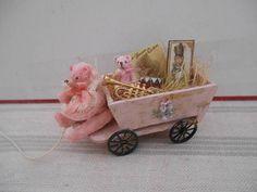 petit chariot de jouets et ses ours