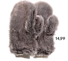 these furry mittens are supercute😍