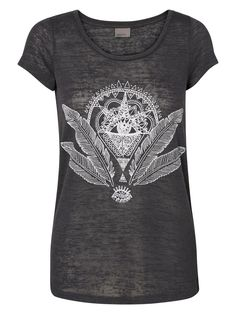 Printed tee from VERO MODA for the boho look.