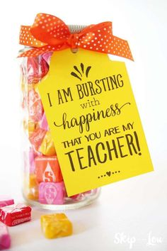 Are you looking for inexpensive teacher appreciation gift ideas? I've rounded up 10 thoughtful, inexpensive teacher appreciation gift ideas to show your child's classroom teacher… Teacher Birthday Gifts, Birthday Gift Baskets, Diy Birthday, Back To School Teacher, Back To School Gifts, School Staff, Sunday School, School Fun, School Ideas