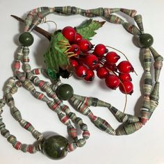 Black Friday Necklace ethnic colours made with paper beads and stones emerald green - €13.60 EUR