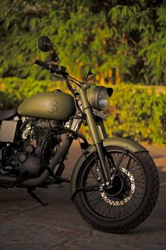 Rajaputna Modified Bullets - awesome military green modified royal enfield classic 350 by modified bullets. A well painted UCE Engine is in our bucket this time from Rajputana Custom Motorcycle. Enfield Motorcycle, Enfield Bike, Motorcycle Style, Women Motorcycle, Motorcycle Helmets, Royal Enfield Bullet, Chevelle Chevrolet, 1957 Chevrolet, Chevy