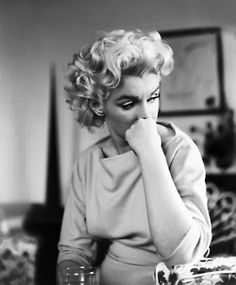 Marilyn photographed by Ed Feingersh in The Ambassadors Hotel, New York 1955.