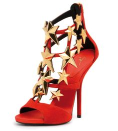 Les sandales étoilées signées Giuseppe Zanotti http://www.vogue.fr/culture/a-voir/diaporama/les-100-ans-d-hollywood/16320/image/882142#les-sandales-etoilees-signees-giuseppe-zanotti-design-hollywood-100-ans