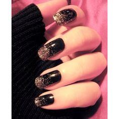 Glitter nails: Όλα τα σχέδια και χρώματα για εντυπωσιακά γιορτινά νύχια Glitter και μαύρα νύχια με μακρύ μήκος για τις πολύ εκκεντρικές που αγαπούν το διαφορετικό, μπορώντας φυσικά να το υποστηρίξουν.  - See more at: http://www.missbloom.gr/beauty/beauty-tips-and-trends/24147/articles/49922/artimg/glitter-nails--ola-ta-sxedia-kai-xromata/article.aspx#gallery_an