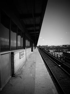 Waiting for the train... | ©Liz Cuadrado Photography