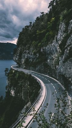 Nature Wallpaper: ride the road through the mountains along the water Tumblr Wallpaper, Nature Wallpaper, Wallpaper Backgrounds, Travel Wallpaper, Europe Wallpaper, Camping Wallpaper, Lock Screen Backgrounds, Beautiful Wallpaper, Landscape Wallpaper