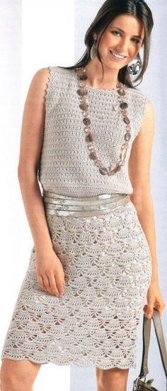 Vestido com um padrão semelhante a um leque