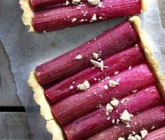 Tærte med mandelbund og rabarber - foto: Maja A. Vase