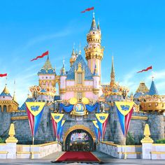 I won't marry my boyfriend unless he proposes to me in Disneyland