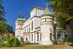 Zamek w Przecławiu zbudowany przez Ligęzów około XV wieku. Przebudowany w XIX wieku w stylu neogotyckim. Spłonął w 1967 roku. Zachowały się detale architektury renesansowej i neogotyckiej, dwupiętrowa wieża i oficyny. Wyremontowany w latach 1980-1990. Obecnie hotel i restauracja.