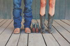 super cute western themed maternity shoot by Jasmine Amber Photography.  Love the little cowboy boots!