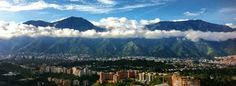 Es la capital del Venezuela, el clima es divino y tiene un Avila hermoso