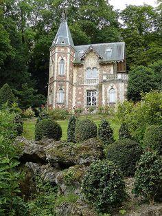 Architectural Perfection.    Yvelines, Ile-de-France, France.
