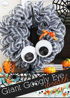 Giant Googly Eye Halloween Wreath - SO easy and fun to make! #Halloween #wreaths