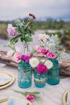 Wedding boho chic decoration mason jars Ideas for 2019 Beach Wedding Colors, Boho Beach Wedding, Beach Wedding Reception, Beach Wedding Decorations, Chic Wedding, Wedding Table, Destination Wedding, Fuschia Wedding, Bright Wedding Colors