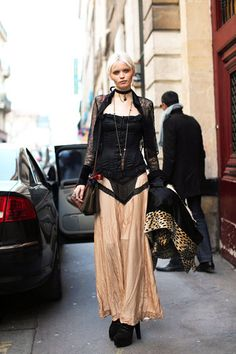 Goth style 228346643576057621 - Abbey Lee Kershaw does goth off duty. Source by darkfae Abbey Lee Kershaw, High Fashion, Womens Fashion, Quirky Fashion, Paris Fashion, Street Fashion, Model Street Style, Fashion Articles, Autumn Street Style