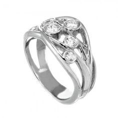 7028_WHITE_GOLD_ROUND_RIGHT_HAND_RING_DIAMOND_CELEBRATION_W020_V01.JPG