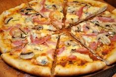 pizza cu blat aromat 13 Pizza Recipes, Cooking Recipes, Spinach Stuffed Chicken, Calzone, Hawaiian Pizza, I Foods, Bakery, Good Food, Brunch