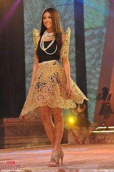 Modern Filipiniana Gown, Filipiniana Wedding, Beautiful Asian Women, Beautiful Gowns, Philippines Fashion, Short Dresses, Formal Dresses, Fashion Sewing, Occasion Dresses