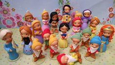 Princesas Disney, monto todas as princesas Disney:  Branca de Neve,sete anões, Bela, Aurora, Diana, Cinderela, Fada Madrinha, Rapunzel, Pequena Sereia, Pocahontas, Mulla, Yasmin, Merida, Frozen (princesa Anna e rainha Elza), Sophia e Príncipe  O preço corresponde a cada princesa ou príncipe.  Para lembrancinhas (pedido acima de 20 unidades) preço especial 7,00 unidade e anões por 5,50 unidade. R$ 15,00