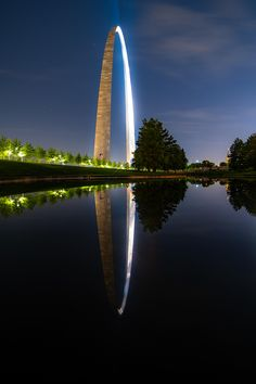 View of the Arch I've never seen Saint Louis Arch, Saint Luis, Missouri Town, Gateway Arch, St Louis Cardinals, City Buildings, Historical Sites, Travel Usa, Amazing Photography