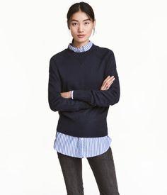 Dark blue. Fine-knit, wide-cut sweater in a soft viscose blend. Long raglan sleeves and wide ribbing at neckline, cuffs, and hem.