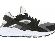The Air Huarache craze continues with this latest white/black/pure platinum edition. This throwback moccasin-inspired Nike model, which wa. Basket Nike Huarache, Nike Air Huarache White, Black Huarache, Huarache Run, Girls Sneakers, Vans Sneakers, Best Sneakers, Black Sneakers, Nike Shoes