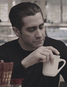 Jake Gyllenhaal as Detective Loki in Prisoners October Sky, December, Donnie Darko, Classic Mens Hairstyles, Slicked Back Hair, James Mcavoy, Cultura Pop, Classic Man, Haircuts For Men