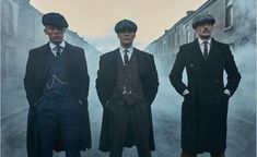 How The Boys From Peaky Blinders Brought Back The Retro English Style - Gentleman Lifestyle Peaky Blinders Poster, Peaky Blinders Wallpaper, Peaky Blinders Series, Peaky Blinders Quotes, Peaky Blinders Tommy Shelby, Peaky Blinders Thomas, Cillian Murphy Peaky Blinders, Costume Peaky Blinders, Traje Peaky Blinders