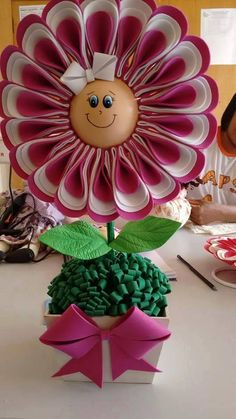 Paper doll flowers in a pot for you to make This Pin was discovered by Tan Foam or felt flowers Paper Sunflowers, Tissue Paper Flowers, Felt Flowers, Diy Flowers, Fabric Flowers, 3d Paper Crafts, Diy Paper, Diy And Crafts, Crafts For Kids