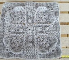 [Free Pattern] Gorgeous Square That Reminds Us That True Love Is Never-Ending
