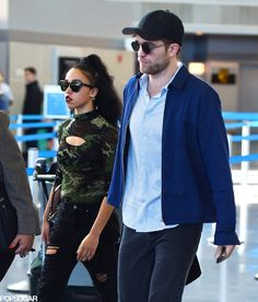 Robert Pattinson and FKA Twigs arrive in NYC! See the cute couple's photos when you click through.